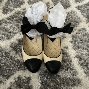 Chanel Mary Jane shoes with bow - never worn
